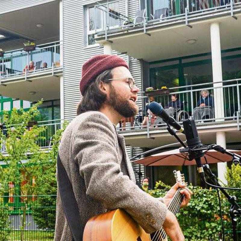 Musikalischer Besuch als Zeichen für solidarisches Miteinander